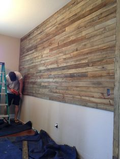 Pallet Wall Project – The Owner-Builder Network Pallet Projects, Home Projects, Pallet Crafts, Diy Crafts, Pallet Ideas, Wood Crafts, Diy Pallet Wall, Diy Wall, Wall Decor