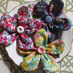 A small bite of mondocherry: liberty print flowers for the hair...