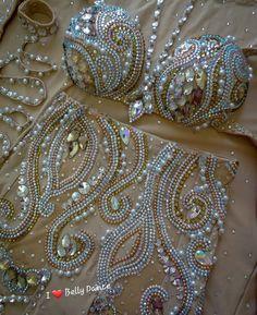Belly Dancer Costumes, Burlesque Costumes, Carnival Costumes, Belly Dancers, Dance Costumes, Dance Outfits, Dance Dresses, Motif Corset, Bling Bra