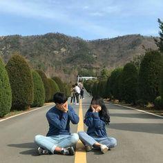 Korean Best Friends, Boy And Girl Best Friends, Korean Couple Photoshoot, Couple Ulzzang, Cute Couple Outfits, Cute Couples Goals, Couple Goals, Couple Aesthetic, Forever