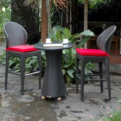 This patio bar set is perfectly elegant! Wicker Dining Set, Round Back Dining Chairs, Round Chair, Farmhouse Table Chairs, Garden Table And Chairs, Bar Chairs, Lounge Chairs, Bar Table Sets, Patio Bar Set