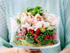 Raikas katkarapusalaatti Prawn Salad, Acai Bowl, Salads, Brunch, Yummy Food, Fresh, Table Decorations, Eat, Cooking