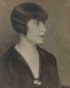 Man Ray:  La Couturière Honorine Deschrijver, ca 1925.