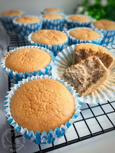 Milo Sponge Cake - This cake is soft and moist with a hint of Milo flavour. Easy recipe with step by step picture tutorial. Asian Desserts, Easy Desserts, Milo Cake, Chinese Cake, Cake Story, Steamed Cake, Sponge Cake Recipes, No Bake Snacks, Bread Cake