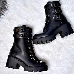 ALTERCORE (@altercore) • Zdjęcia i filmy na Instagramie All Black, Black And White, Alternative Girls, Grunge Outfits, Matilda, Platform Shoes, Chloe, Vegan, Boots