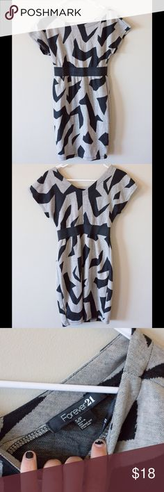 Forever21 dress Forever 21 dress with slight scoop neck. Almost zebra like pattern with a band at the waist Forever 21 Dresses