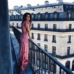 It's a big world out there and finding the most romantic honeymoon location is a challenge. Browse thousands of awe-inspiring honeymoon ideas. Wedding Guest Outfit Inspiration, Latin Wedding, Honeymoon Outfits, Honeymoon Clothes, Poses, Wedding Season, Chic, Beauty Women, Outfit Of The Day