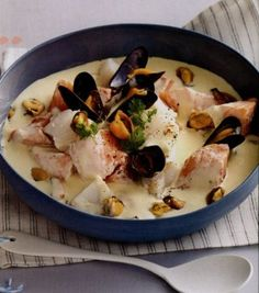 Blanquette with two fish and mussels - Ğ - - Blanquette aux deux poissons et aux moules Blanquette with two fish and mussels White Sauce Recipe Hibachi, White Sauce Recipes, White Fish Recipes, Easy Fish Recipes, Healthy Recipes, Meat Recipes, Healthy Meals, Healthy Food, Easy Chinese Recipes