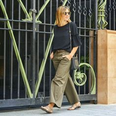 Pantalones: @taccodistante   #instastyle #oufitoftheday #stretstyle #taccodistante #moda #tarracostyle #instamodas #troussers #cool #love #chic #cute #gonzalosirgo #shoes #instashoes #influencers #inspiration #instagramers