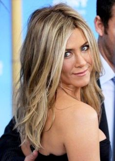New hair color honey blonde highlights jennifer aniston 67 ideas Light Brown Hair, Light Hair, Sandy Brown Hair, Sandy Blonde Hair, Beach Blonde Hair, Brown Curls, Blonde Color, Hair Colour, Brown Blonde