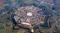La ciudad más perfecta del mundo - ABC.es - Palmanova, al norte de Italia ha sido diseñada por Vincenzo Scamozzi en el Renacimiento