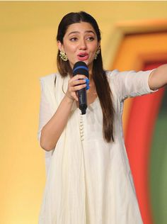 Mahira Khan at Masala TV Festival during the Promotion of her new upcoming film Pakistani Wedding Dresses, Pakistani Outfits, Indian Outfits, Ethnic Outfits, Bridal Dresses, Mahira Khan Dresses, Black Anarkali, Eastern Dresses, Suits Tv Shows