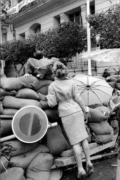Algérie Indépendance, 1962 // Marc Riboud Marc Riboud, Henri Cartier Bresson, Vintage Photography, Street Photography, Portrait Photography, Concours Photo, Magic Eyes, French Photographers, Photo Black