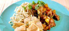 Eiernoedels met Chinese kool en gezoete pikante stukjes kip