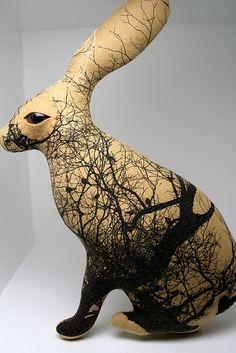 hare ceramic - j'aime le mélange des techniques et le lien qui les unis, l'animal et sa vision de son environnement