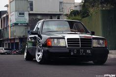 Nadhif Pradipta 1989 Mercedes Benz W124-300E