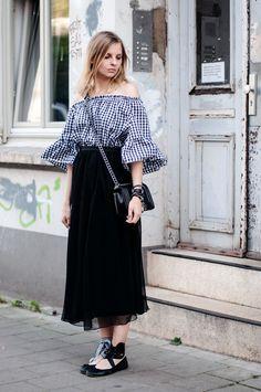 plaid offshoulder blouse, black maxi skirt, miu miu look alike ballett flats diy, boy bag chanel, summer - Outfit, Streetstyle, Fashionblogger, Hamburg