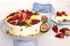 Passionfruit Cheese-Lova No longer do you have to choose between cheesecake and pavlova. This stunning dessert is the best of both worlds - a delicious pavlova base with a light and creamy passionfruit cheesecake filling, all topped with t Best Christmas Desserts, Christmas Cheesecake, Christmas Lunch, Xmas Food, Christmas Menus, Christmas Ideas, Christmas Cooking, Cheesecake Recipes, Dessert Recipes