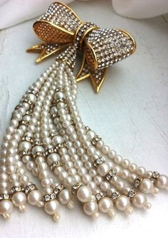 Gorgeous Pearl & Diamond brooch!