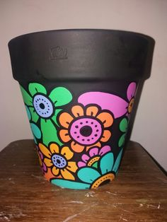 Maceta Clay Pot Projects, Clay Pot Crafts, Diy And Crafts, Painted Flower Pots, Painted Pots, Hand Painted Pottery, Pottery Painting, Paint Garden Pots, Cactus Clipart