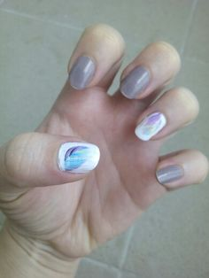 Naul challenge - 29. Nail wraps feather white nude nails