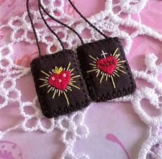Small brown scapular hand embroidered brown scapular with etsy ausgefallene flechtfrisuren Embroidery Techniques, Embroidery Stitches, Hand Embroidery, Embroidery Designs, Textile Jewelry, Fabric Jewelry, Jewelry Crafts, Jewelry Art, Catholic Crafts