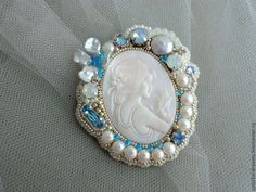 """Вышитая брошь """" Blanca Belle"""" - белый,голубой,вышитая брошь,Вышивка бисером"""