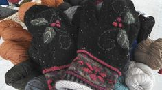 Ravelry: joann19's Holly and Poinsettia Mittens