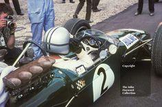 Denny Hulme, Repco Brabham V8 BT24/2, Silverstone, 1967 British Grand Prix. #f1 #formula1