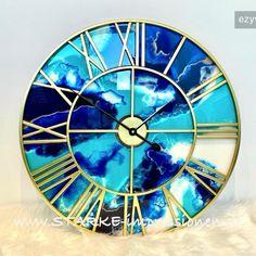 Wanduhren mit Resindesign in verschiedenen Farben und Größen. Lila Gold, Home Accents, Clock, Wall Art, Decor, Agate Coasters, Sea Waves, Wall Clocks, Crystals