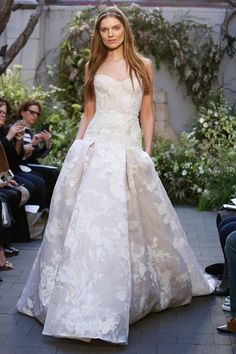 Monique Lhuillier 2017 wedding dress collection - Brides reviews collection from New York Bridal Fashion Week April 2016 (BridesMagazine.co.uk)