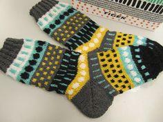 Turkoosinkeltaista Fair Isle Knitting, Knitting Socks, Hand Knitting, Knitting Patterns, Marimekko Fabric, Knit Art, Yarn Bombing, Wool Socks, Knitting Videos