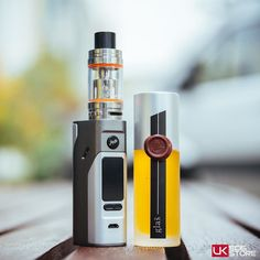 WISMEC REULEAUX RX2/3 BOX MOD  SMOK TFV8 TANK  GLAS - POUNDCAKE E-LIQUID _________________________  WISMEC REULEAUX RX2/3 BOX MOD The Wismec Reuleaux RX2/3 vape box mod is an innovatively designed mod which gives the user the ability to use two or three ecig batteries. Retaining the same look and feel as the other box mods in the series the RX2/3 has a replaceable back cover to facilitate user battery preference. It has a high power output of 150-200W is stylishly made and performs…
