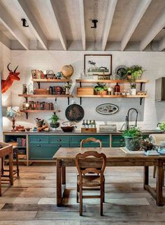 Eclectic Kitchen, Home Decor Kitchen, Interior Design Kitchen, New Kitchen, Vintage Kitchen, Home Kitchens, Kitchen Dining, Kitchen Wood, Bohemian Kitchen