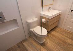 Картинки по запросу белая плитка в ванной и пол под дерево