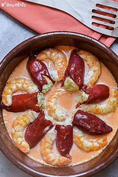 Pimientos del piquillo rellenos de brandada con salsa de gambas | L'Exquisit | Bloglovin' Tapas, Love Food, A Food, Food And Drink, Great Recipes, Favorite Recipes, Spanish Dishes, Bon Appetit, Food To Make