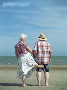 lasting love means maintaining your sense of humour and taking part in the lighter side of life. Take marriage tips from these guys and you won't go wrong. Vieux Couples, Old Couples, Cute Couples, Elderly Couples, Mature Couples, Happy Couples, Just Love, True Love, Grow Old With Me