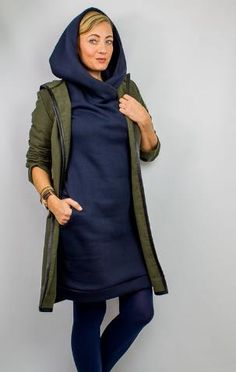La Silla hoodie dress with huge hood- La Silla Hoodiekleid mit Riesenkapuze This sweat dress is a great all-rounder for every woman – sewing instructions via Makerist. Clothes Dye, Sewing Clothes, Diy Clothes, Sweat Dress, Hoodie Dress, Clothing Patterns, Dress Patterns, Diy Mode, Casual Outfits