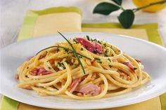 Spaghetti alla chitarra con panna, limone e prosciutto affumicato - Donna Moderna