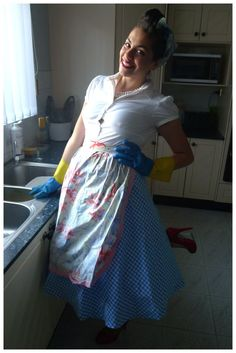 Housewife Costume - the current plan. Housewife Costume - the current plan. Mom Costumes, Halloween Costumes, 50s Costume, Halloween Ideas, Halloween Decorations, Housewife Costume, Vintage Housewife, 1950s Housewife, Flare Dress