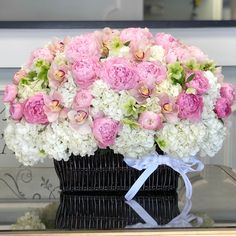 Vases and Baskets - Send Flowers to Los Angeles - JLF Flower Boutique Send Flowers, Fresh Flowers, Beautiful Flowers, Flower Boutique, Same Day Flower Delivery, Peonies, Floral Arrangements, Orchids, Floral Wreath