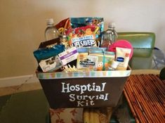 68 ideas baby shower gifts for dad daddy survival kits hospital bag Baby Shower Gift Basket, Baby Shower Fall, Baby Shower Favors, Baby Shower Cakes, Baby Boy Shower, Baby Shower Gifts, Baby Hamper, Baby Baskets, Hospital Gift Baskets