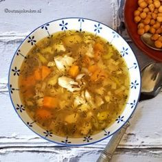 Just put everything in your crockpot and let the magic happen (recipe in Dutch) Green Eggs, Chicken Soup, Chana Masala, Soups And Stews, Cheeseburger Chowder, Guacamole, Curry, Ethnic Recipes, Food