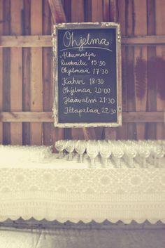 Liitutaulu vanhoihin kehyksiin. Autumn Wedding, Boho Wedding, Rustic Wedding, Dream Wedding, Wedding Games, Wedding Signs, Wedding Planning, Birthday Decorations, Wedding Decorations