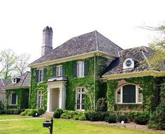 Best of Buckhead: Architecture. Buckhead living is certainly one of a kind. Southern Homes, Classic House, Curb Appeal, Beautiful Homes, Building A House, Architecture Design, New Homes, Cottage, Exterior