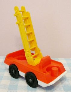 Vintage Fisher Price Toy car. Firetruck. 6,95 euro (worldwide shipping). Mies & Mas Vintage Toys & Kitchenware.