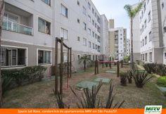 Paisagismo do Ipê Roxo. Condomínio fechado de apartamentos localizado em São Paulo / SP.