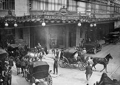 -El Palacio de Hierro, sobre la calle 20 de Noviembre, en Ciudad de México entre 1890 y 1905. -La historia de la fotografía mexicana: ¿cuándo, dónde y cómo se desarrolló en la CDMX?