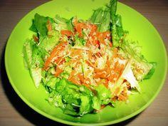 SOLATA S KVINOJO, KORENČKOM IN KALČKI - sestavine: * 50 g kvinoje * 300g zelene solate * 50g kalčkov * 2 velika korenčka * 1 čebula * olje, kis, sol. Priprava www.malinca.si/blog/solata-s-kvinojo-korenckom-in-kalcki/