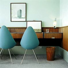 Arne Jacobsen Drop Chair in the room 606 of the SAS Royal Hotel, Copenhagen Beautiful Interior Design, Beautiful Interiors, Blue Interiors, Home Interior, Interior Architecture, Interior Office, Deco Retro, Built In Desk, Deco Design
